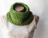 SALE 33% OFF Green cowl scarf Chunky wool crochet  Gift for him Unisex Spring fashion Fall fashion
