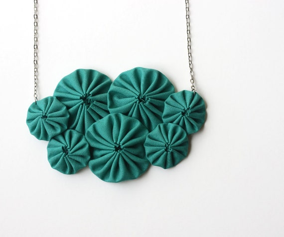 Emerald green yoyo bib necklace