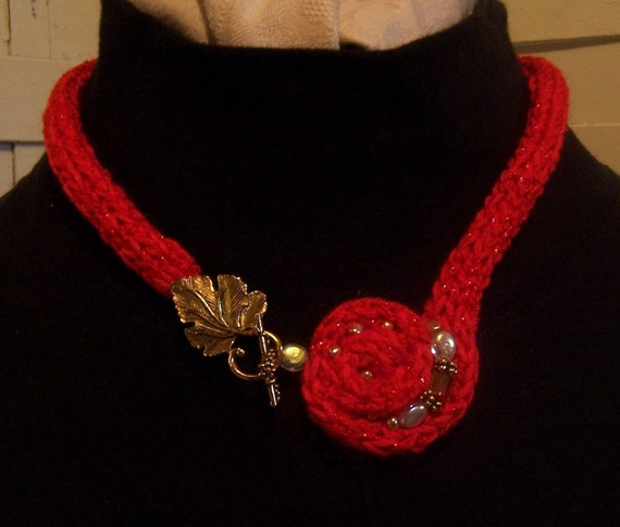 Circle of Joy....Knitted Necklace Rose