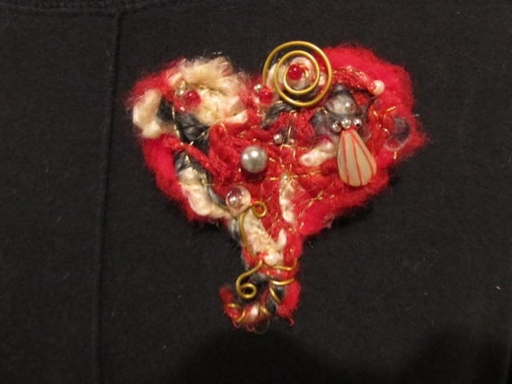 Woven Treasure....Beaming Heart Brooch
