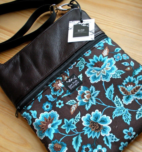 Espresso Brown Leather Retro Blue Flowers Fabric Ipad Kindle Travel Messenger Messenger Sling Crossbody Small Purse
