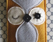 Felt Owl Cozy for iphone