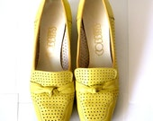 RESERVED for greysuede Yellow Cobbies Shoes - 7-8M