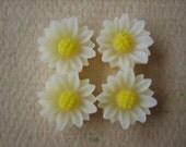 4PCS - Mini Daisy Flower Cabochons - Resin - 9mm - Ivory - Cabochons by ZARDENIA