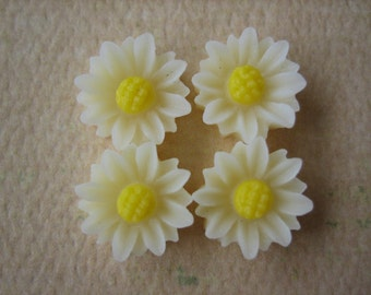 4PCS - Mini Daisy Flower Cabochons - Resin - 9mm - Ivory - Cabochons by ZARDENIA