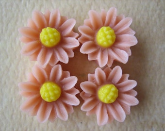 4PCS - Mini Daisy Flower Cabochons - Resin - 9mm - Peach - Cabochons by ZARDENIA