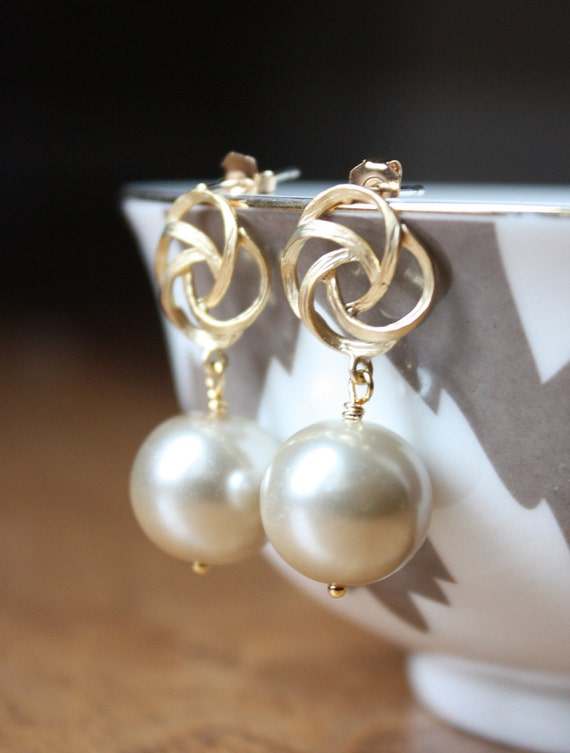Champagne pearl glass drops and textured gold rose earrings E32-GV3