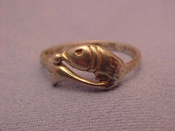 Vintage sterling silver fish ring
