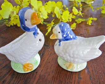 Geese Salt and Pepper Shakers, Retro, Picnic Vintage Collectible Salt Pepper, Mid-Century, Country Kitchen, Country Western, Shabby Chic
