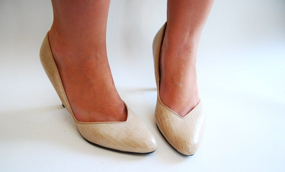 HALF PRICE CLEARANCE - Vintage 1970s Pumps - Nude Faux Lizard High Heel - Size 7.5
