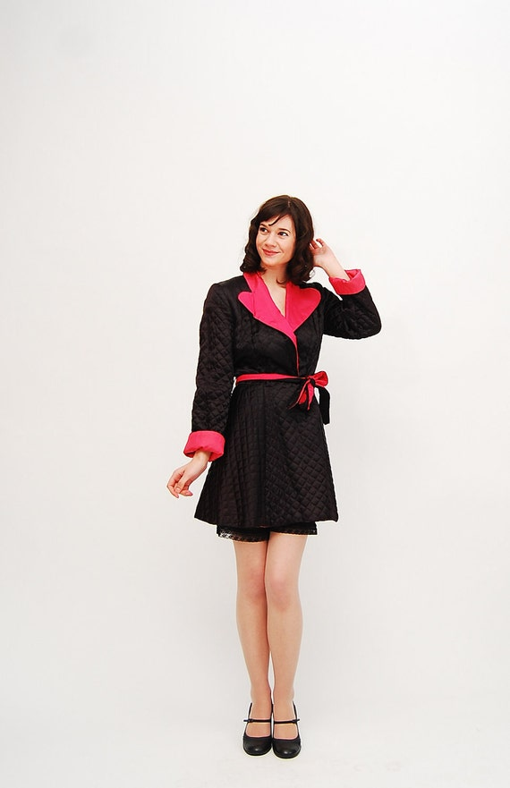 Vintage 1950s Robe - 50s Bath Robe - Quilted Hot Pink and Black Satin