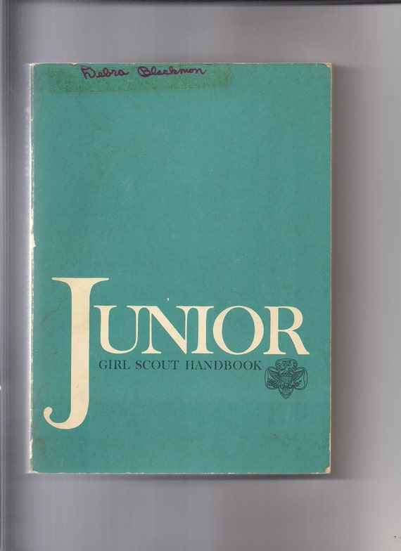 Vintage Junior Girl Scout Handbook, August 1971 Edition, paperback, 371 pages