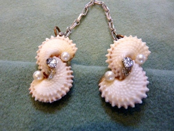 Vintage 1950s Sea Shells Sweater Clip