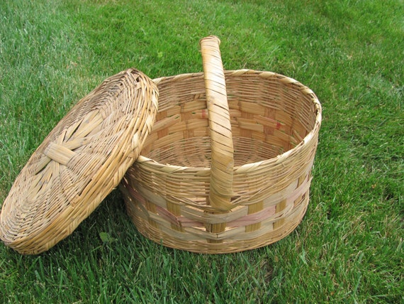 items similar to vintage large oval wicker basket with lid on etsy. Black Bedroom Furniture Sets. Home Design Ideas