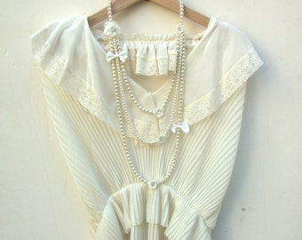 Pearl Necklace - Carrie Bradshaw Inspired Triple Cream Pearl Necklace