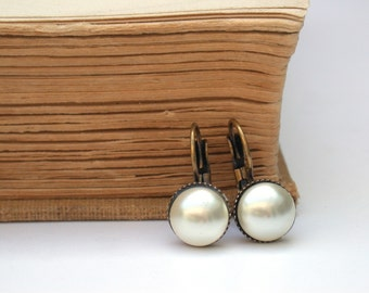 Pearl earrings - Vintage Style Swarovski Pearl  Earrings