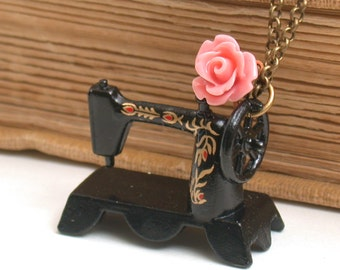 Sewing Machine Miniature Necklace - For The Sewing Lovers- A Piece Of Nostalgia