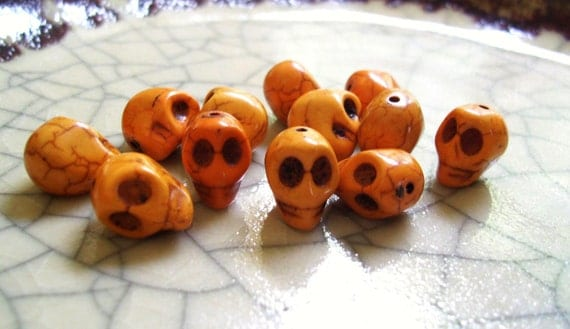 Smiling Skull Beads - Butter Yellow Howlite - 12 beads