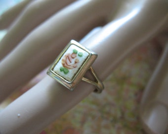 La Petite Fleur Enamel Ring