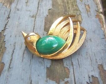 Vintage Bird Pin Brooch Finch Animal Pin Brooch Green Cabochon Gold Color Pin