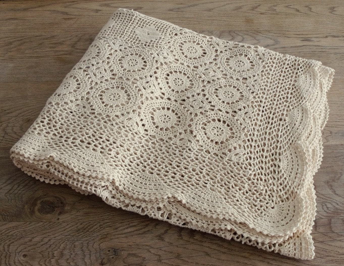Crochet Bedspread Patterns : Creamy Vintage Crochet Bedspread by robinseggbleunest on Etsy