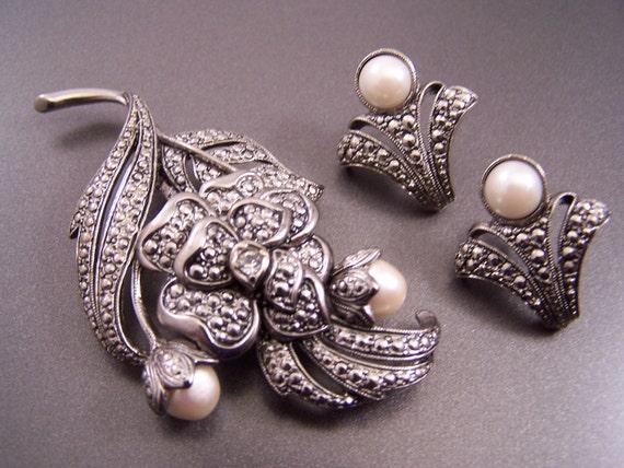 KJL Signed for Avon Art Deco Brooch with Pierced Earrings