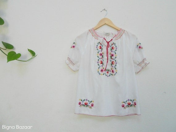Mexican Blouse // Embroidered Ethnic Blouse //