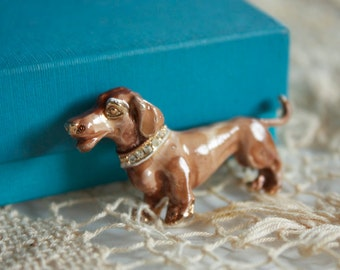 Vintage 1950s Wiener Dog Brooch // 50s Brown Enamelled Dachshund Brooch with Rhinestones // NOS