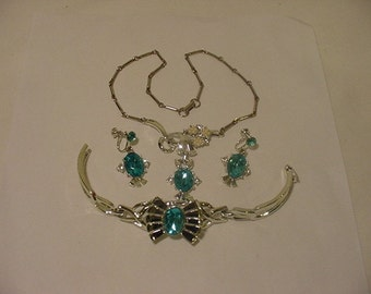 Vintage Blue Rhinestone Necklace Bracelet & Earring Set     Beautiful   2011 - 10