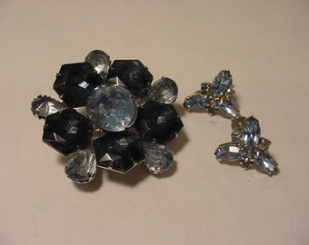 Vintage Blue Rhinestone Brooch & Screw On Earrings   Pretty   S 18