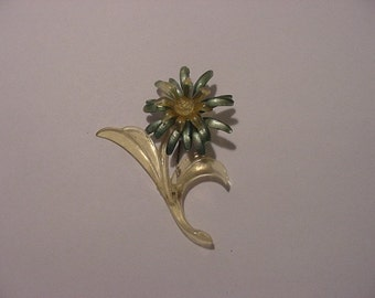 Vintage Lucite Flower Brooch Or Pin    X 25