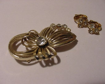 Vintage Rhinestone Brooch & Clip On Earrings     2011 -120