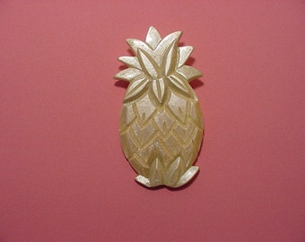 Vintage Large Plastic Pineapple Booch    Pretty  2011 -294