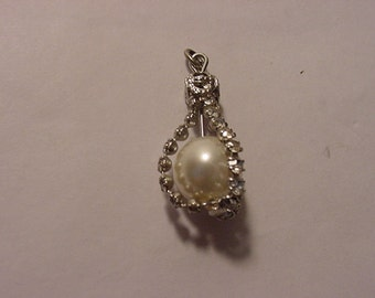 Vintage prong set rhinestone with faux pearl silver tone metal  pendant   2011 - 1116