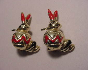 Vintage 1960s Era Indian Duet Scatter Pins    Very Cute     2011 - 1125
