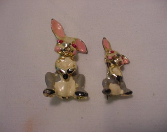 Vintage Bunny Rabbit Duet Scatter Pins      Very Cute  2011 - 1351
