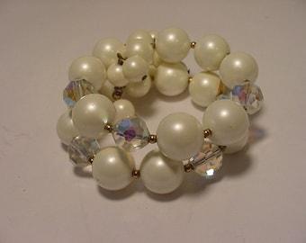 Vintage Aura Borealis And White Plastic Bead Bracelet   2011 - 1739