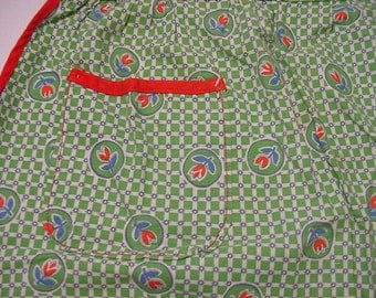 Vintage Little Girls Hand Made Apron Tulip Flowers   2011 - 1843