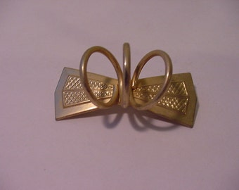 Vintage Gold Tone Metal Bow Brooch And Scarf Holder  11 - 1293