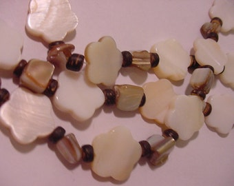 Vintage Polished Shell Three Strand Adjustable Necklace With Mother Of Pearl Beads  11 - 1332
