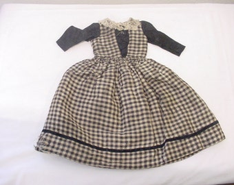 Vintage Hand Made Doll Dress   11 - 2002