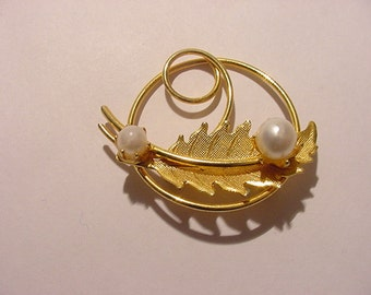 Vintage Faux Pearl And Leaf Brooch   11 - 2014