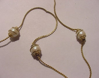 Vintage Faux Pearl Necklace   11 - 2038