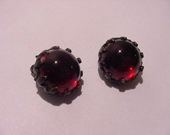 Vintage Red Glass Clip On Earrings   11 - 2048