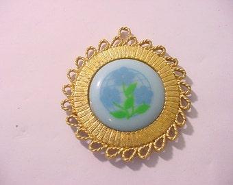 Vintage Gold Tone Metal Flower Pendant  11 - 1252
