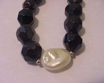 Vintage Black And White Plastic Bead Necklace Clasp Marked GSilver   11 - 1265