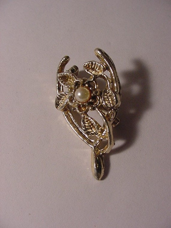 Vintage Silver Tone Metal Wish Bone Brooch With Faux Pearl Center Accent   LL  19