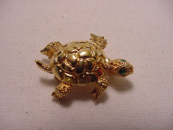Vintage Monet Miniature Turtle Brooch With Moving Head   V 26