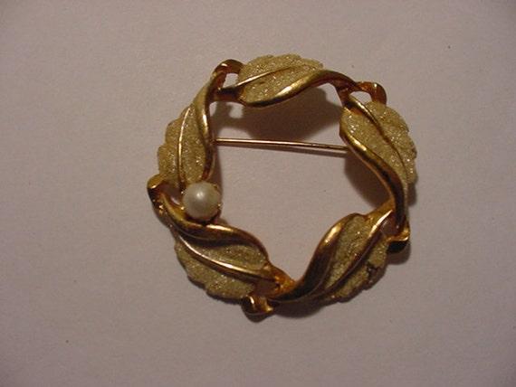 Vintage Kramer Faux Pearl Leaf Brooch   11 - 583
