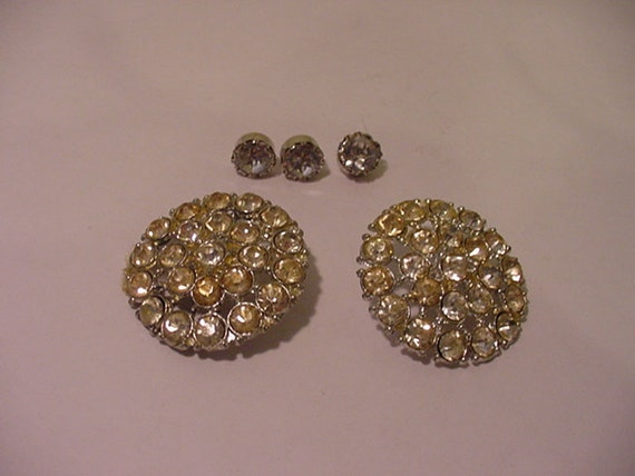 Five Vintage Rhinestone Buttons  11 -1306